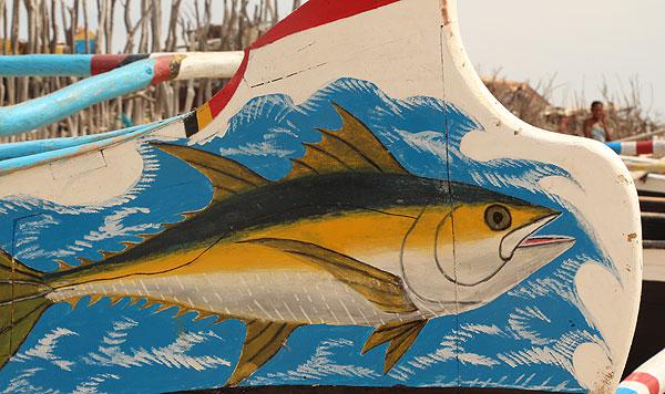 Poisson peint sur une barque à Madagascar.