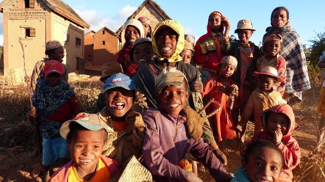 Groupe d'enfants à Madagascar.